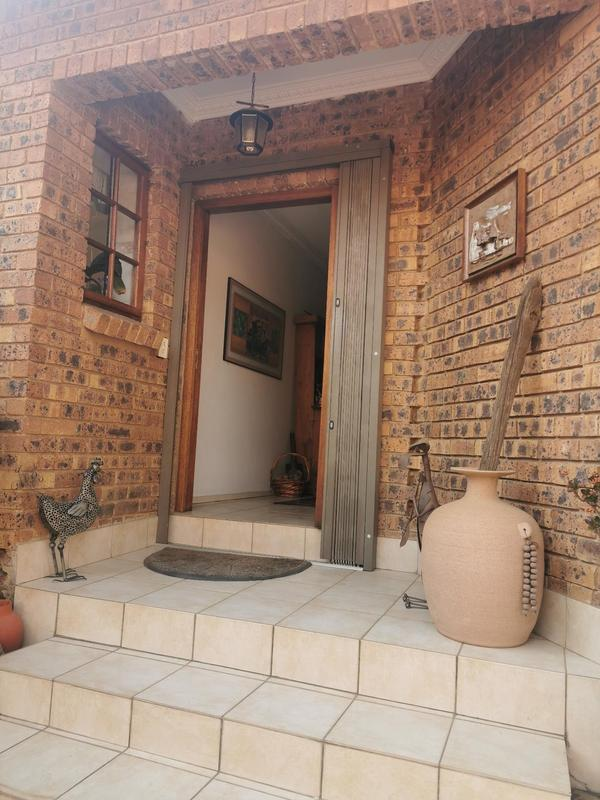 Duet For Sale in Menlo Park, Pretoria